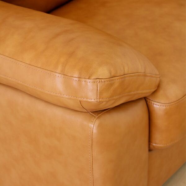 キャメル色のソファ