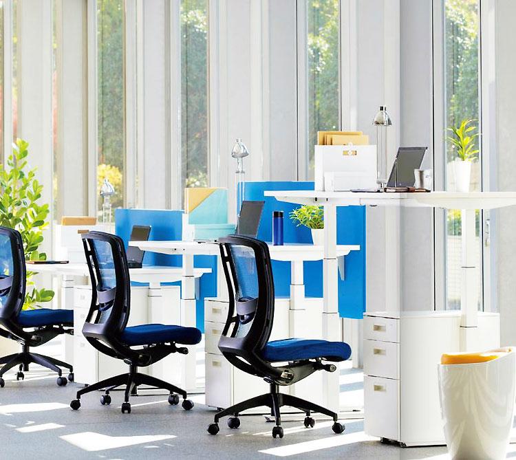 FWDシリーズオフィスデスクを使用したオフィス風景