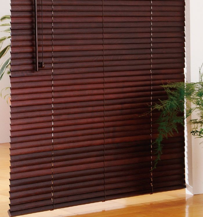 高遮光の薄型木製ブラインド