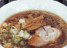 豚骨、干魚の濃厚な味、なの花