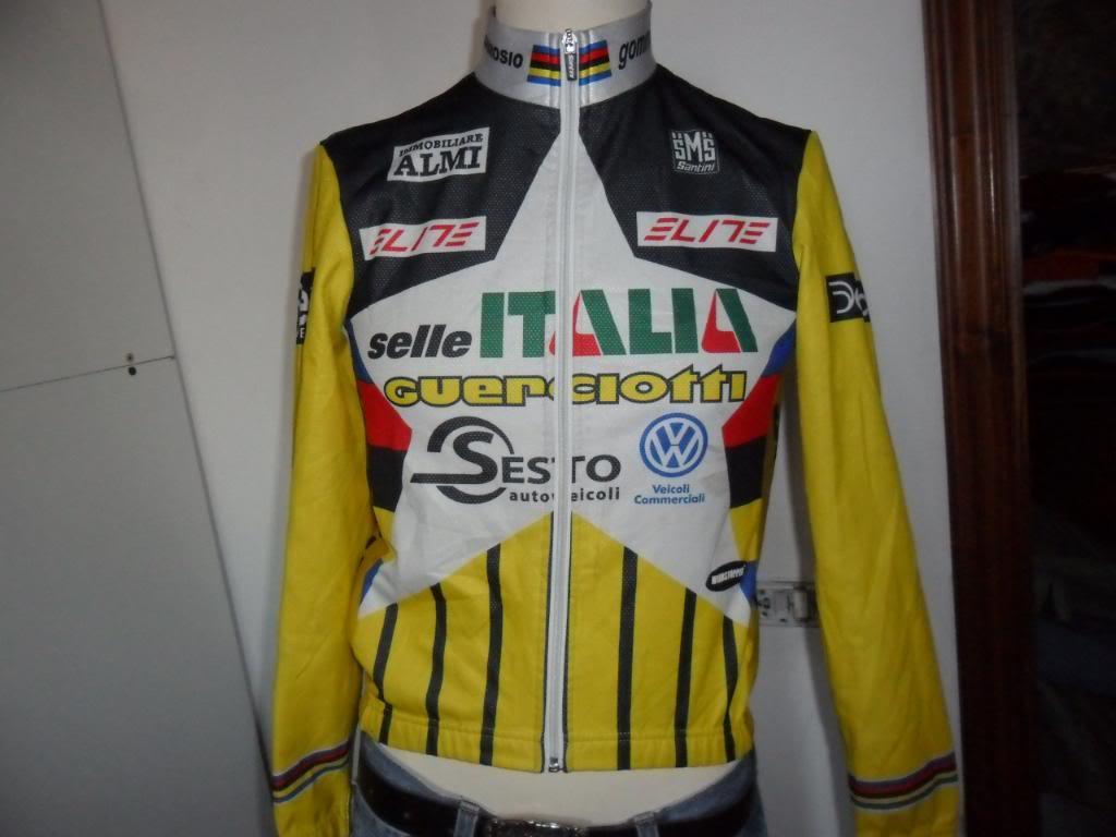自転車のユニフォーム,シャツ,帽子を本場イタリアから取り寄せ