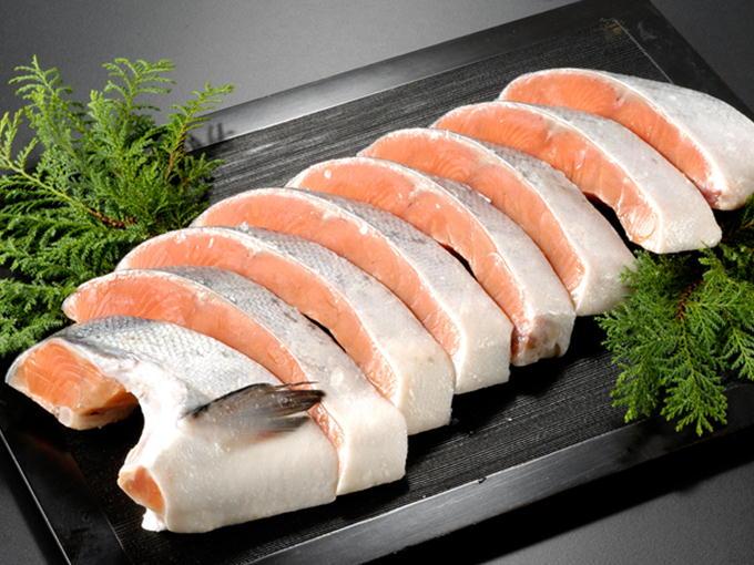 日本海・新潟の魚屋 サーモン専門店岩松 専門店の甘塩銀鮭
