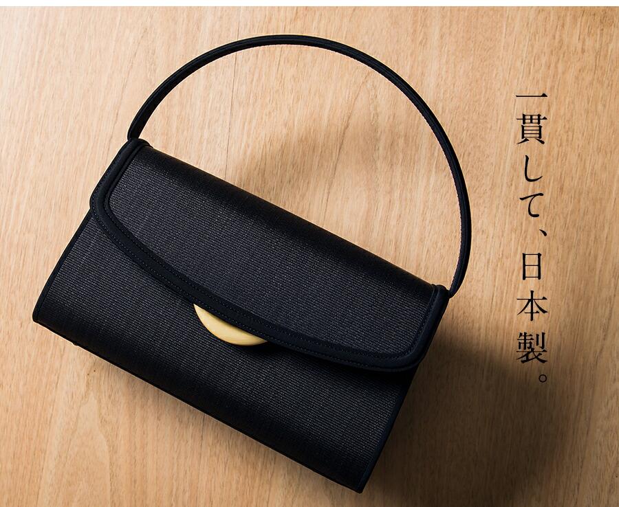 一貫して、日本製。縁取りの細いパイピングの仕上がりとスカラップデザインの組み合わせがフェミニンな気配を演出。