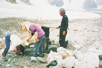 マイナス30度の南極や酸素の低いヒマラヤでも燃やせる性能です。