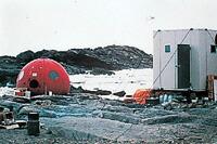 南極観測隊・昭和基地近くのキャンプ地で使用されています。