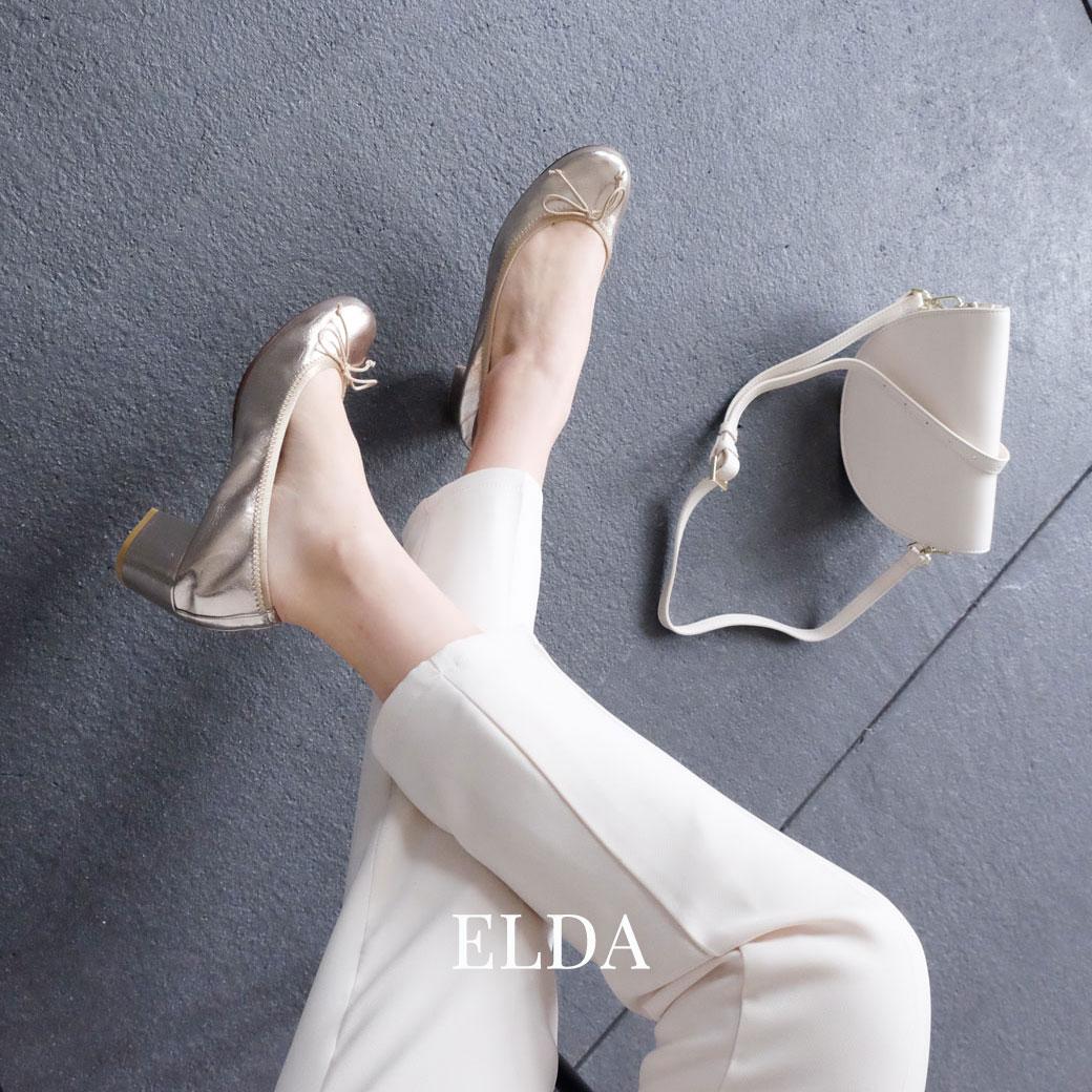 5cmヒールのラウンドトゥバレエシューズは履き口がギャザー仕立てだから脱げにくく靴擦れしにくい