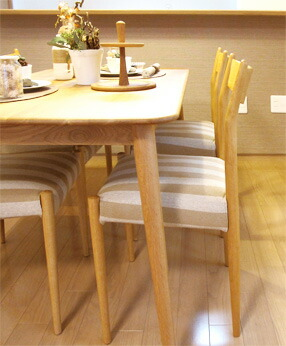 タモ材使用のテレビボード「CRUST+NN」を中心に北欧スタイルを意識したお部屋作りをするため、北欧スタイルの定番である丸脚・テーパー脚 の家具で統一しています。
