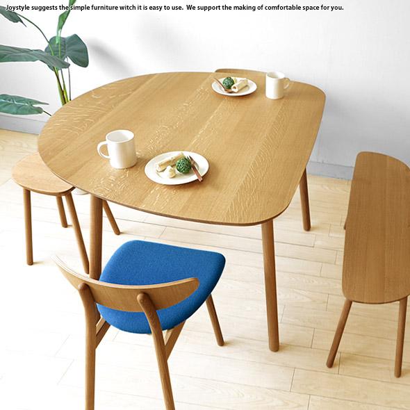 北欧テイストのダイニングテーブル