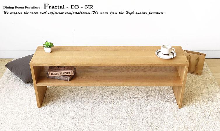 ナラ無垢材の素材感が魅力のリビングテーブル