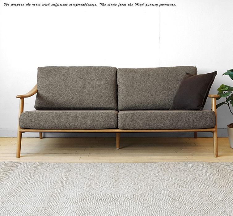 北欧スタイルの木製ソファ