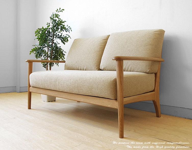 ナチュラルな素材感が魅力の木製ソファー