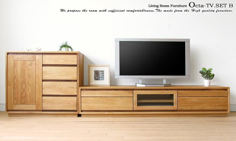 メイン素材にナラ天然木、取っ手部分のみウォールナット材を使用したテレビボードとサイドボードのセット