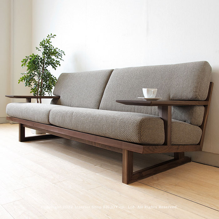 ウォールナット材を使用した木製ソファー