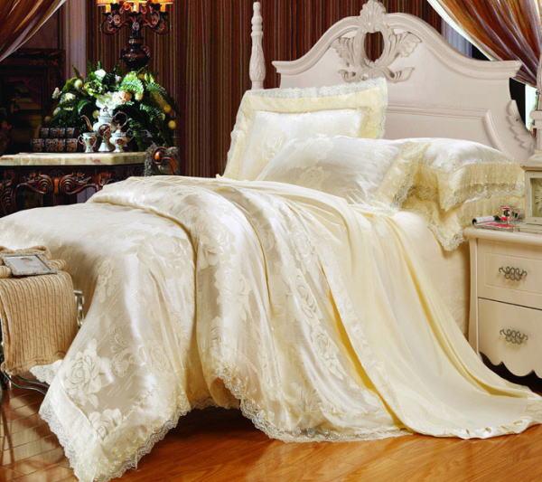ピュアシルク100% ベッドカバー4点セット ユーロデザイン 【輸入取寄せ品】ジャガード豪華ゴールドカラー寝具セット