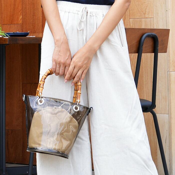 夏のファッションをぐっと盛り上げてくれる「クリアバッグ」
