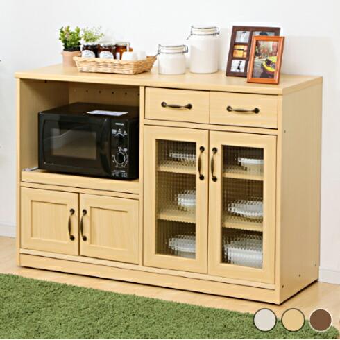 たっぷり収納できる木目調食器棚