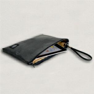薄マチ合皮クラッチバッグ・タブレットの収納