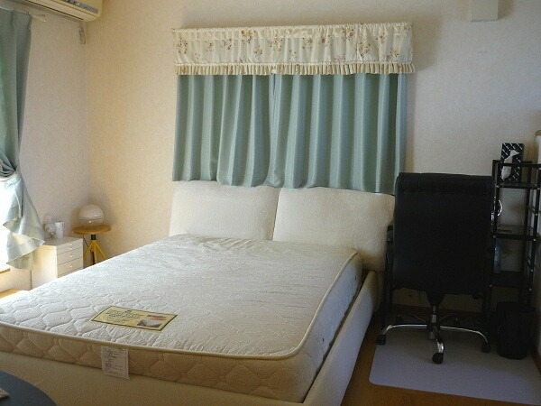 2011-1124-bedroom03.jpg