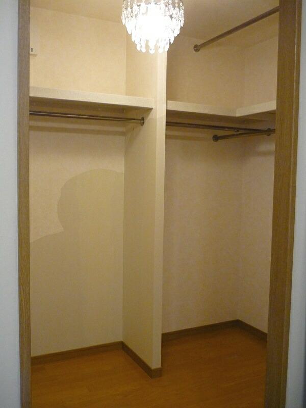 2011-1124-closet01.jpg