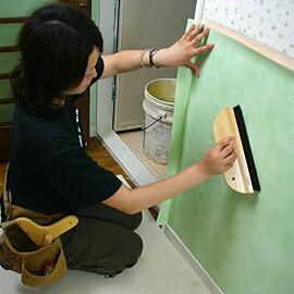 壁紙施工道具「撫でハケ」