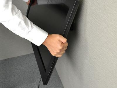 ■STEP7 壁側プレートにモニターブラケットを引っかける