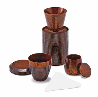 木製のコーヒーポット、ドリッパー、フィルター、カップのセット(1人用)
