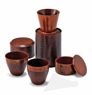 木製のコーヒーポット、ドリッパー、フィルター、カップのセット(2人用)