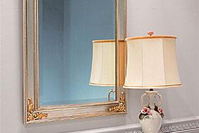 壁掛け鏡・ウォールミラー:シルバー色の鏡