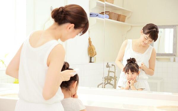 人は自分の顔色は自分で見ることはできませんので、鏡(ミラー)でチェックするしかありません。従って、鏡の品質はご家族の健康を維持するために極めて重要です