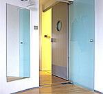 玄関に設置された鏡
