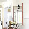 鏡の裏面の三角リングを壁の吊り下げ金具に掛けて鏡を吊り下げて下さい