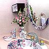鏡の裏面にワイヤーを通す金具を取り付け、ワイヤーを同梱しています