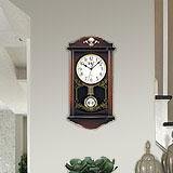 レトロからモダンまで幅広いラインアップの掛け時計、置時計