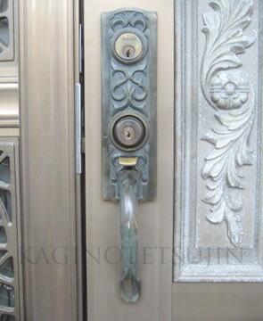 アルファ装飾錠