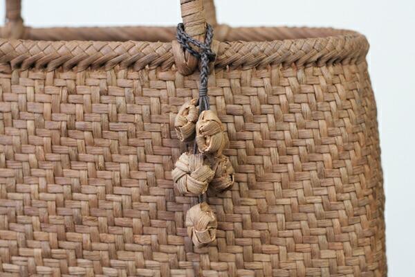 花模様編みの根付(国産材やまぶどう/花5個)