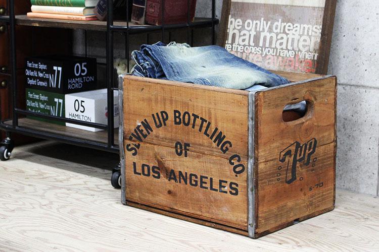 セブンアップ ヴィンテージ風 木箱 デニムを収納したイメージ