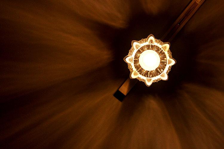 ガラス 1灯 ペンダント クローネ krone 天井や壁の陰影を楽しむ