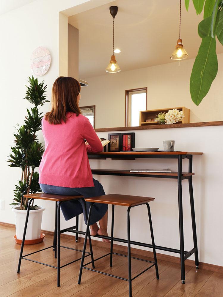 ウォールナット天然木のカウンターテーブル  お部屋をカフェ風にコーディネートできます
