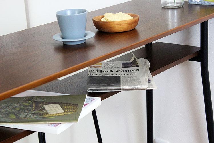 ウォールナット天然木のカウンターテーブル 雑誌や新聞もサッと収納