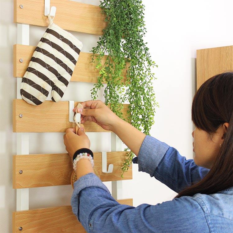 木製突っ張り飾り棚 45cm幅 キッチンツールを飾って