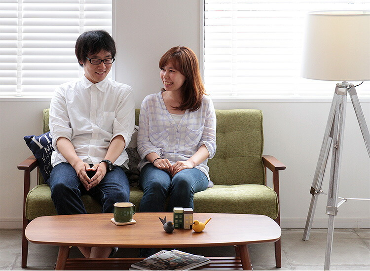 レトロスタイルのソファ フレンズ コンパクトな二人掛けサイズ