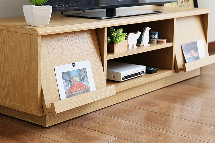 キャスターで移動らくらく テレビボード デルタ DELTA 隠して魅せる、優秀デザイン