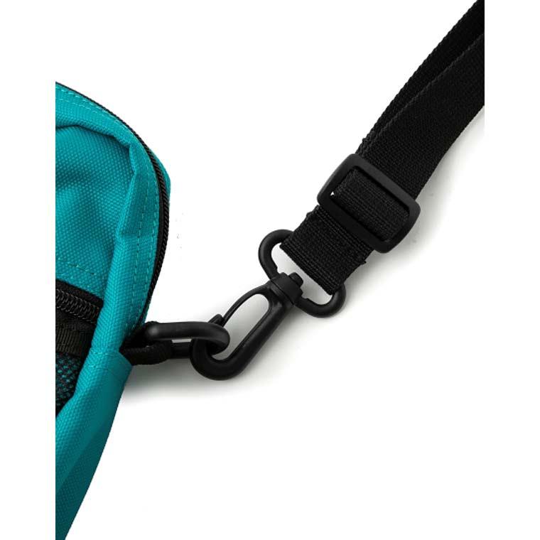 エクストララージ(XLARGE)コーデュラポリエステル生地を使用した人気のショルダーバッグです
