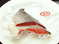 塩紅鮭切り身のパッケージ
