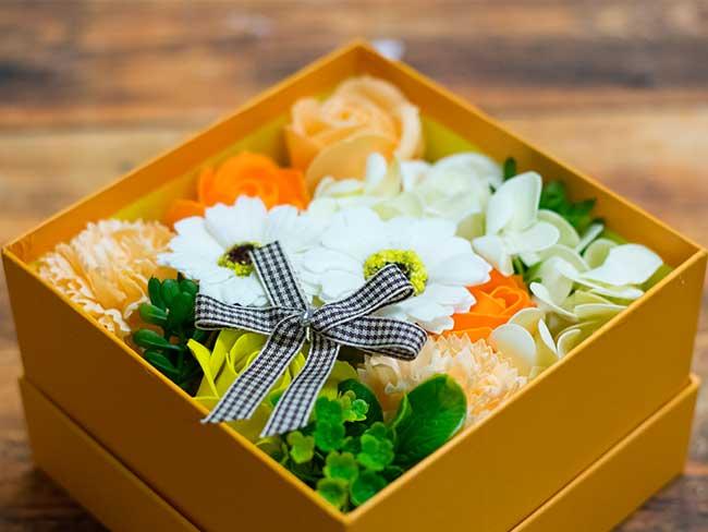 お花の入浴剤ボックスアレンジ