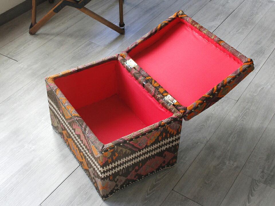オールドキリムの木製家具・宝箱
