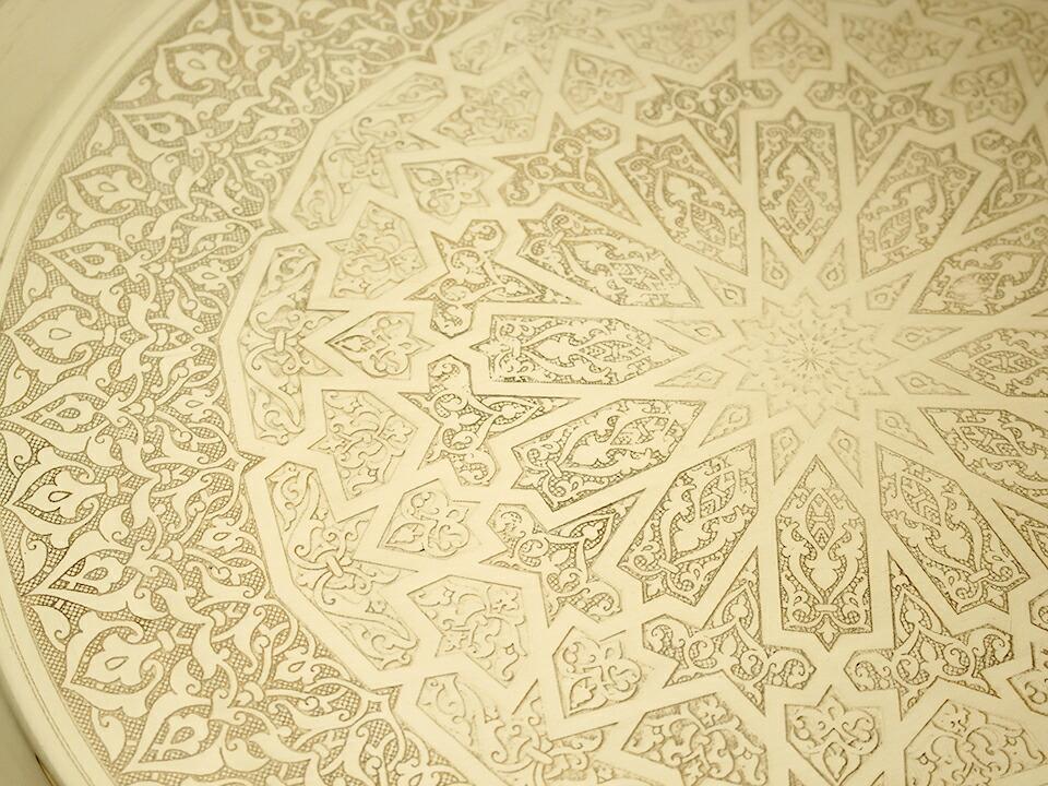 エジプトの工芸家具ラウンドテーブル&ブラストレイ・ライトブラウン・Mサイズ・エジプト製マシャラビ細工デザイン