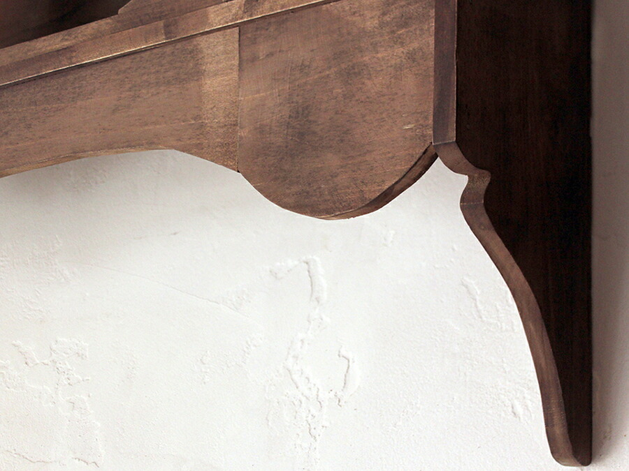 トルコの木製壁掛け飾り棚