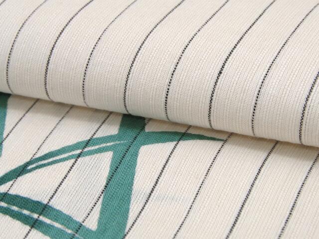 生地のアップです。変わり織りの生地です。