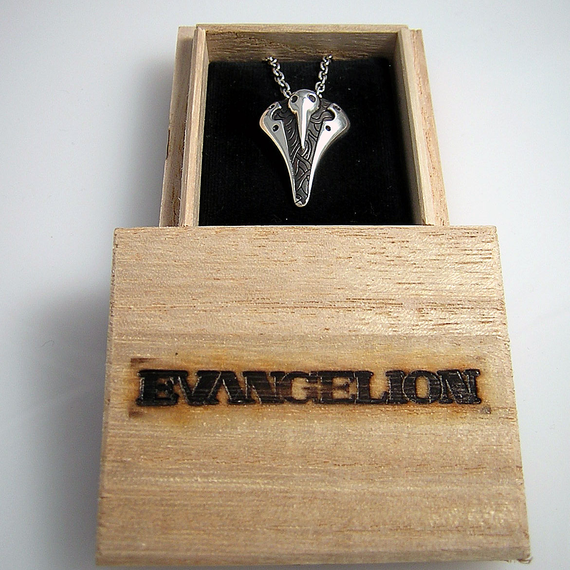 エヴァンゲリオンエヴァンゲリオンロゴの焼き印が入ったパッケージ